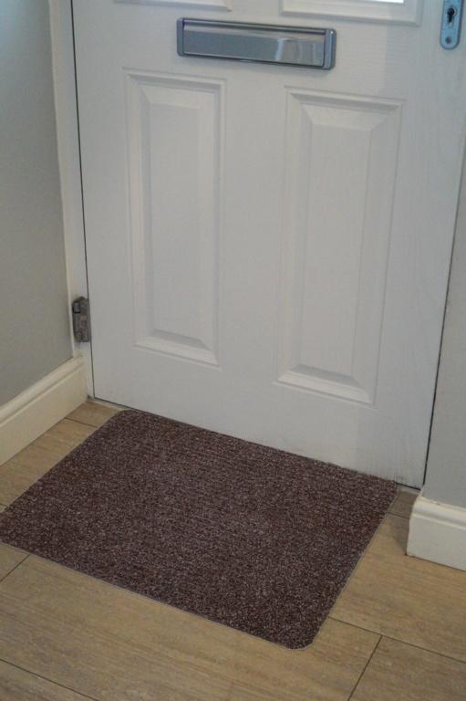 Groundsman Basic Ribbed Indoor Mat 50 x 80cm - Dark Brown