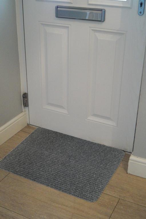 Groundsman Basic Ribbed Indoor Mat 50 x 80cm - Light Grey