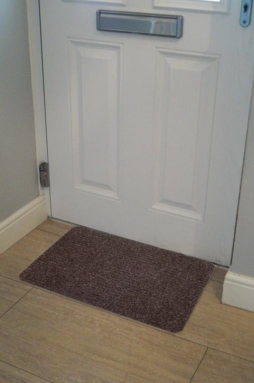 Groundsman Basic Ribbed Indoor Mat 40 x 60cm - Dark Brown