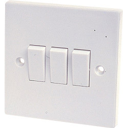 Dencon 10A, 3 Gang 2 Way Switch to BS3676 Skin Packed
